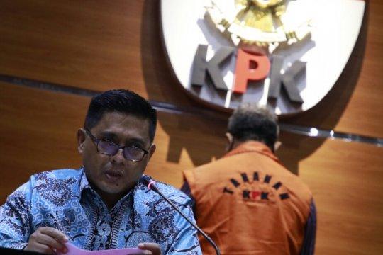 Bupati Muara Enim Juarsah diduga menerima suap Rp4 miliar