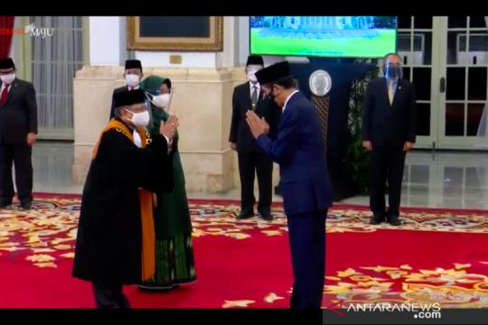 Presiden Jokowi saksikan ucap sumpah Wakil Ketua MA Andi Samsan Nganro