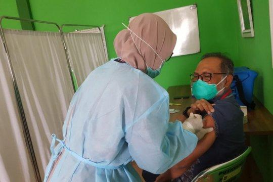 Dinkes sebut 2.000 nakes di Mataram-NTB tak bisa divaksin
