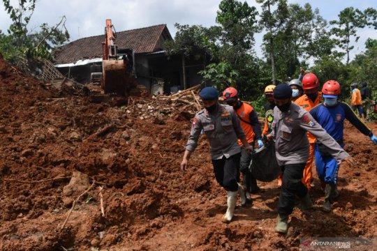 12 korban tanah longsor di Nganjuk ditemukan, 10 meninggal