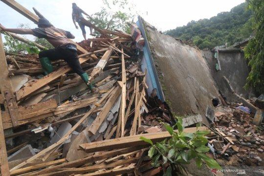 Bencana tanah longsor di Nganjuk