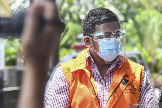 Kerabat eks Sekretaris MA didakwa bantu bersembunyi dari penyidik KPK