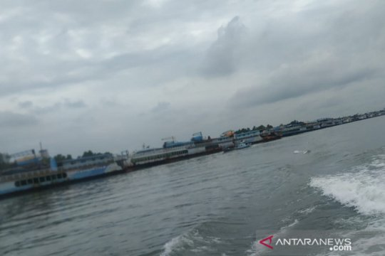 Cuaca buruk, ratusan kapal tambang timah padati Pelabuhan Pangkalbalam