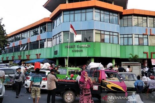 Tim pemadam kebakaran berhasil padamkan Pasar Kliwon Kudus