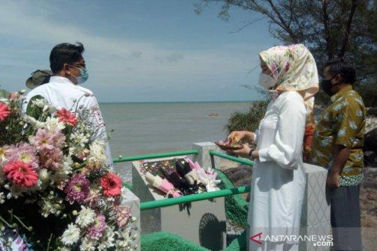Warga Mentok peringati tragedi Perang Dunia II di Pantai Radji