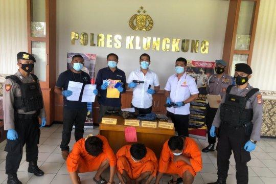 """Polisi bekuk tiga pelaku penipuan online melalui """"Instagram"""" di Bali"""