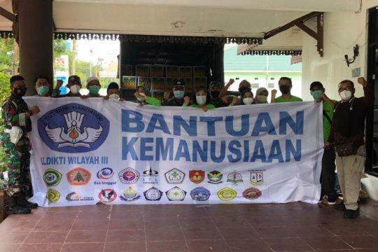 LLDIKTI dan PTS Jakarta serahkan bantuan untuk korban banjir Kalsel