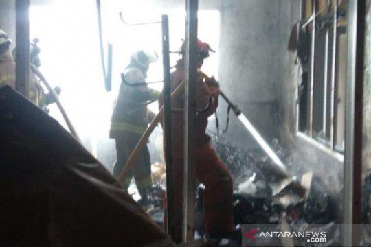 Seorang penghuni indekos di Jaktim terluka dalam peristiwa kebakaran