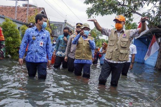 Gubernur Jateng meninjau bencana banjir Pekalongan