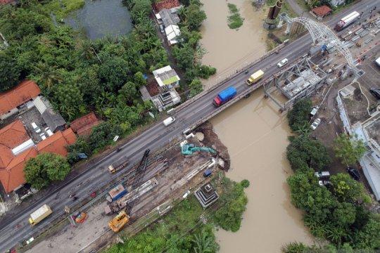 Progres perbaikan jembatan pantura yang amblas
