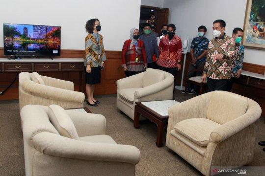 Ruang tunggu penumpang pesawat