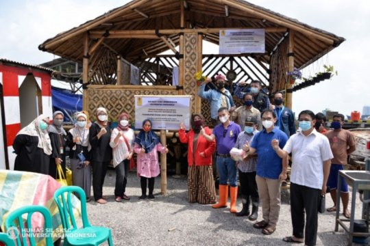 Sekolah Ilmu Lingkungan UI bangun Balai Bambu di Kampung Nelayan