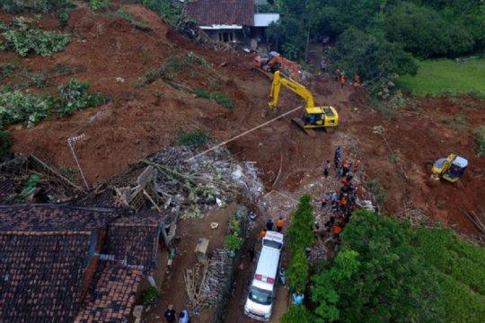 Pencarian enam korban longsor di Nganjuk dilanjutkan