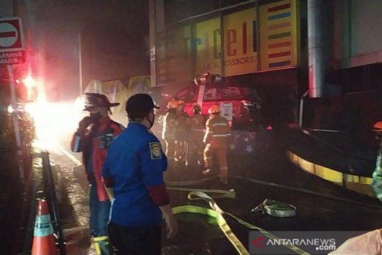 Lantai dasar Bandung Electronic Center terbakar
