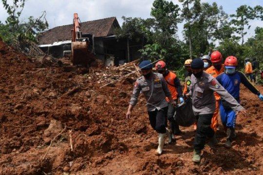 Lima jenazah korban tanah longsor ditemukan