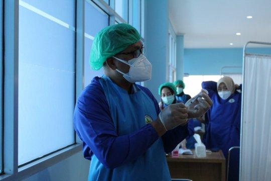 Tenaga kesehatan di pulau terluar Lampung telah divaksinasi COVID-19