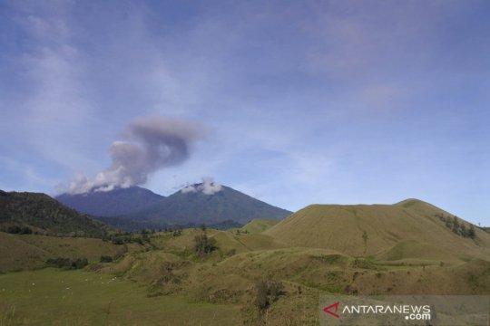 Gunung Raung kembali semburkan abu vulkanik