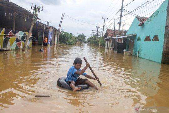 PLN sebut 16 gardu listrik di Karawang kembali tergenang banjir