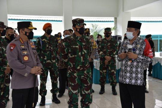 Panglima TNI dan Kapolri tinjau Posko PPKM Maguwoharjo Sleman
