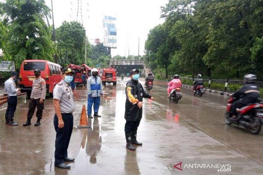 Lalu lintas di Cawang dialihkan karena banjir