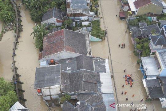 Foto udara banjir di perumahan Pondok Gede Permai