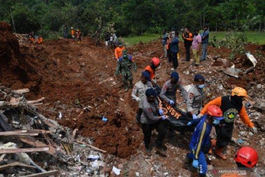 Semua korban tanah longsor di Nganjuk berhasil ditemukan