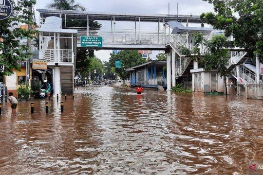 Jalan Buncit Raya menuju Ragunan tertutup banjir
