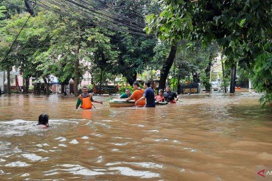 Kantor Kelurahan Bangka dikepung banjir setinggi 1,5 meter