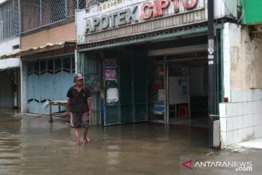 Sejumlah ruko di Teluk Gong tutup karena banjir