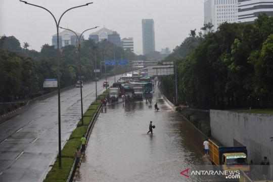 Banjir di ruas Tol TB Simatupang