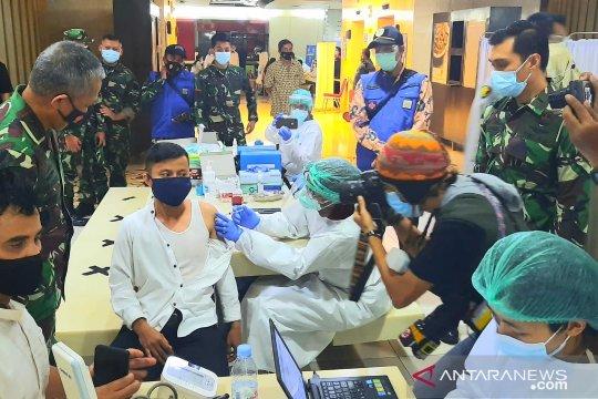 TNI kerahkan 20 penyuntik vaksin COVID-19 pedagang Pasar Tanah Abang