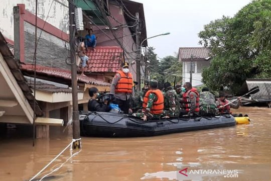 300 kepala keluarga di Cipinang Melayu dievakuasi akibat banjir