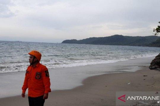 Tim SAR perluas area pencarian korban kecelakaan laut di Sukabumi