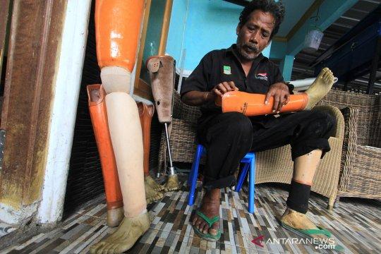 Produksi alat bantu kaki palsu