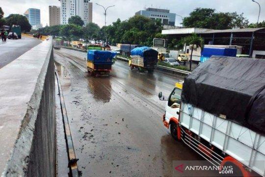 Pascabanjir, Hutama Karya buka kembali gerbang tol JORR-S