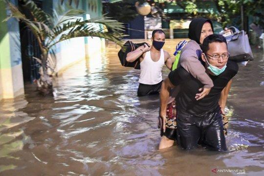 Beberapa pengungsi banjir di DKI Jakarta positif COVID-19
