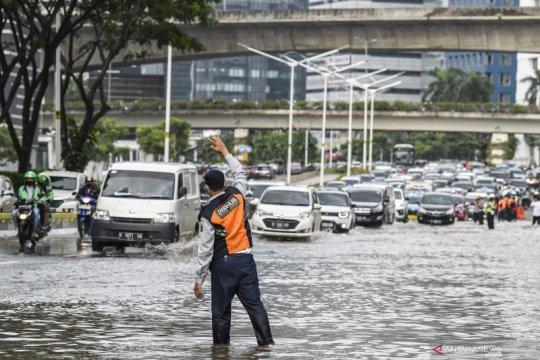 Banjir 1,3 meter landa Jalan Adhi Karya Kebon Jeruk