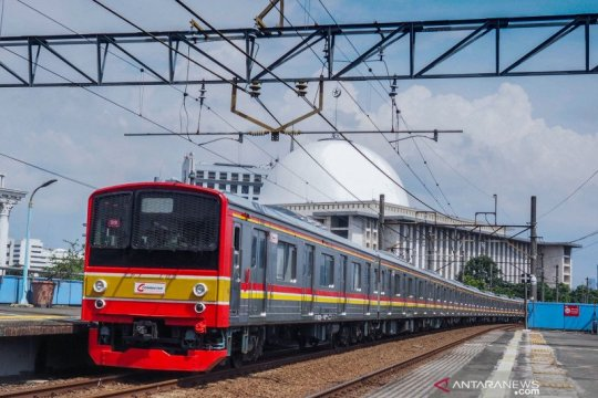 Genangan surut, jalur KRL Pondok Ranji-Kebayoran kembali normal