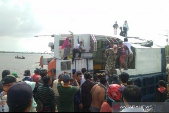 Bupati Sambas: Belum ada laporan korban jiwa dalam feri terbalik
