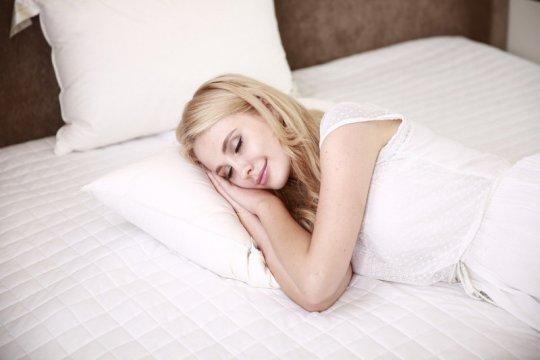 "Manfaat tidur untuk kulit ""glowing"""