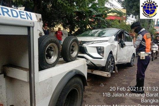 Sudinhub Jaksel kerahkan 17 mobil derek bantu warga terdampak banjir