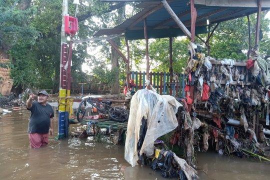 Banjir di Cipinang Melayu belum surut