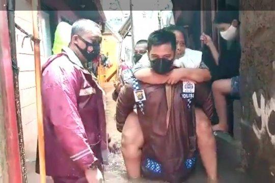 Polri kerahkan 2.576 personel bantu korban banjir Jakarta
