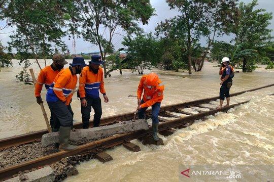 KAI batalkan lagi perjalanan kereta dari dan menuju Jakarta hari ini