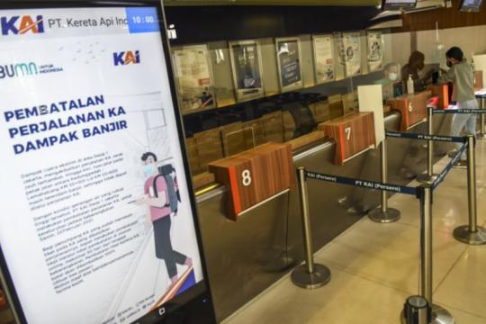 Perjalanan kereta api Malang-Jakarta dibatalkan akibat banjir