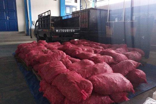 BC Langsa gagalkan penyelundupan 103 karung bawang merah impor