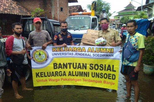 KA Unsoed salurkan bantuan untuk korban banjir Pekalongan