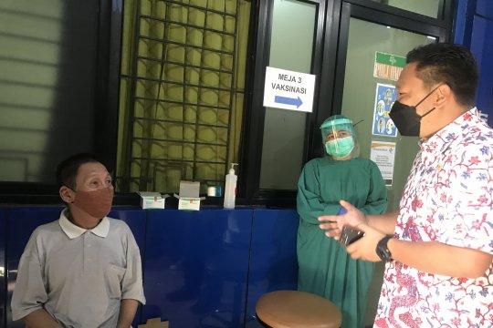 Sudinkes Jakbar mendata pedagang pasar untuk vaksinasi COVID-19