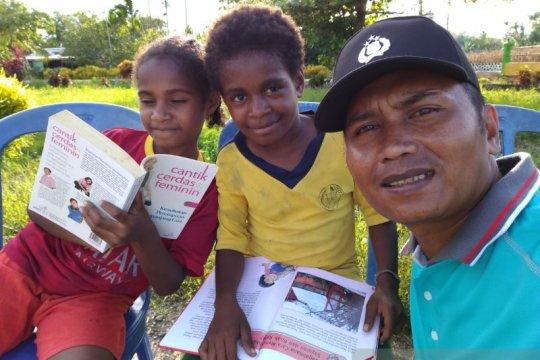 Bripka La Amin, pustakawan bagi warga Keerom