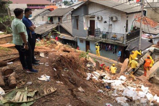 Dino Patti siap perbaiki rumah warga yang tertimpa tembok rumahnya
